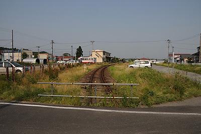 みちのく風土館前の踏み切り(2009.06)