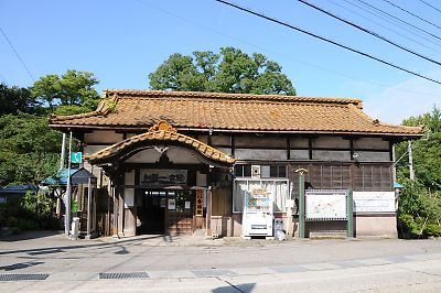 加賀一の宮駅と7200系電車