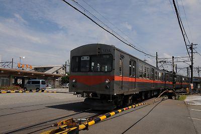 JR西金沢駅と石川線電車