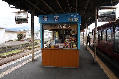 吉松駅の売店たまり
