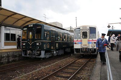 くま川鉄道あさぎり駅交換風景