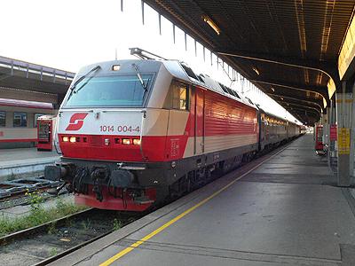 ウィーン南駅に到着したショパン号