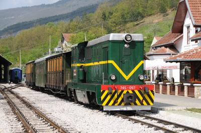 シャルガンスカ・オスミツァ、モクラ・ゴラ駅