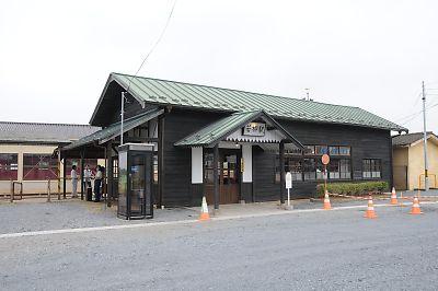 保存された若柳駅舎