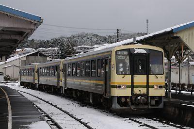 キハ120の3連(木次駅)