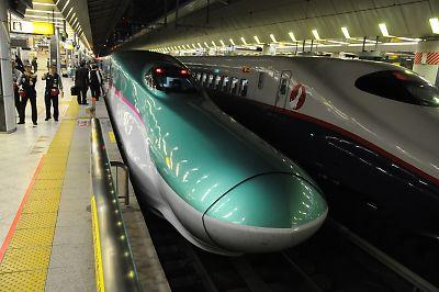E5系はやぶさ(東京駅)