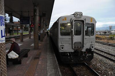 DR2700型気動車(開山駅/台湾)