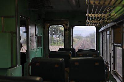 DR2700車内(台東線)