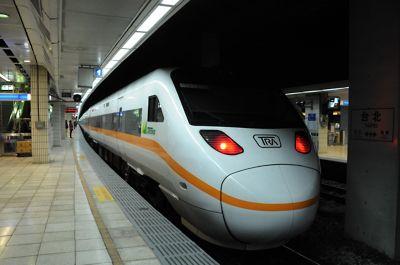 大魯閣号・TEMU1000系(台北駅)
