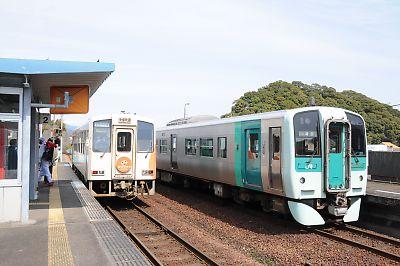 ASA301とJR四国1500形(海部駅)