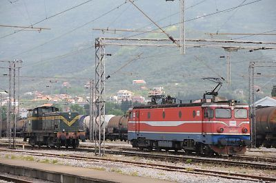 バール駅構内の機関車