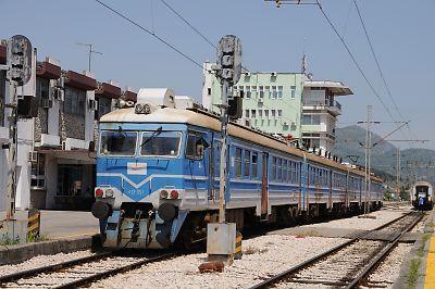 バール鉄道の自動車運搬貨車(バール駅)
