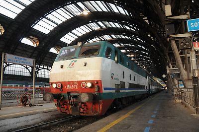 E444形電気機関車(ミラノ中央駅)
