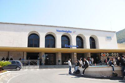 ヴェンティミーリア駅舎