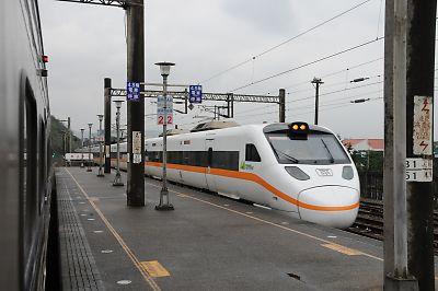 太魯閣号(福隆駅)