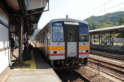 キハ120形(新見駅)