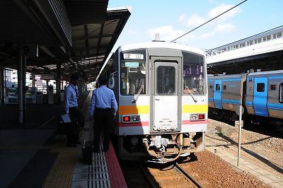 津山線キハ120(岡山駅)