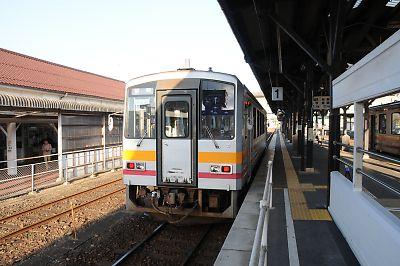 因美線キハ120(津山駅)