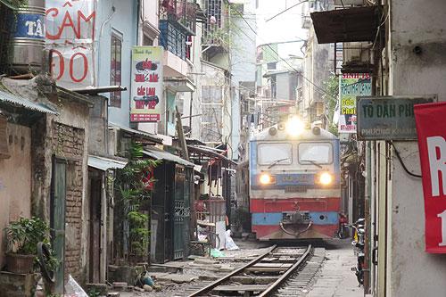 ベトナムの鉄道(ハノイ駅付近)