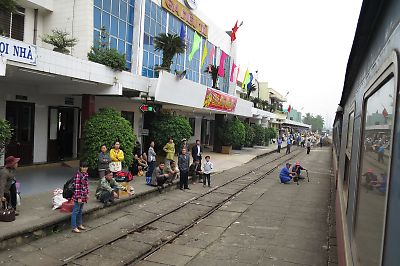 ベトナムの鉄道SE21列車