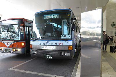 名護行き111系統バス(那覇空港)