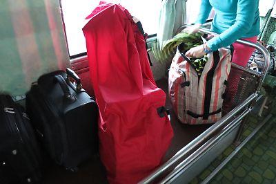 名護行き111系統バスの荷物置き場