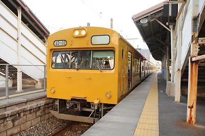103系(呉線・吉浦駅)
