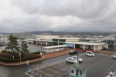 羽後本荘駅前広場にある鉄宿「本荘ステーションホテル」