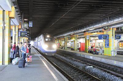 モンペリエ駅に到着するTGV