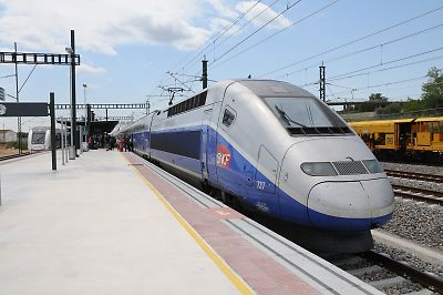 パリから到着したTGV(Figueres Vilafant駅)