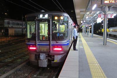 北陸本線・521系(長浜駅)