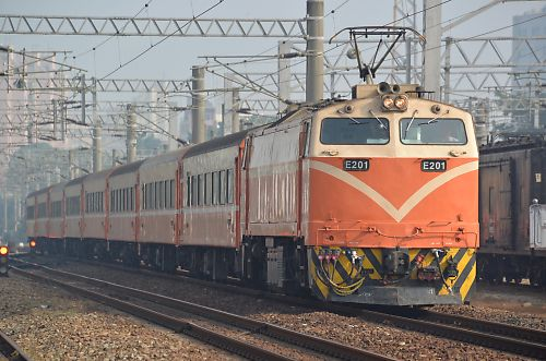 莒光751列車(台南駅)