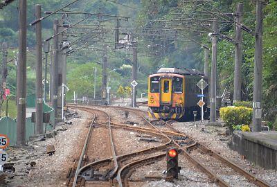 平渓線列車(台湾・三貂嶺駅)
