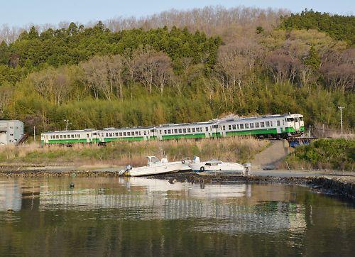 石巻線キハ40の4連(浦宿-沢田/H27.4.19)