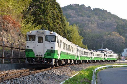 石巻線キハ40の4連(万石浦-沢田/H27.4.19)