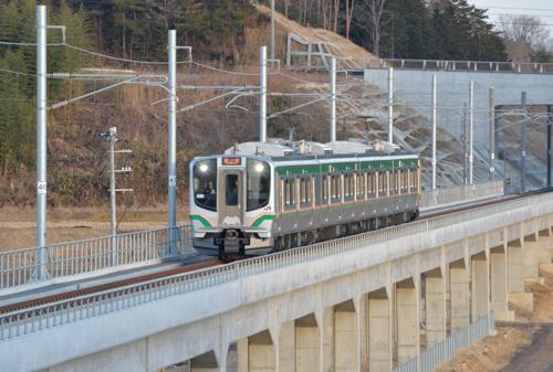 常磐線移設新設区間を行くE721系1000番台(新地-坂元)