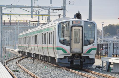 常磐線移設新設区間を行くE721系1000番台(新地)