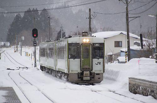 キハ110系3連(花輪線・荒屋新町駅)
