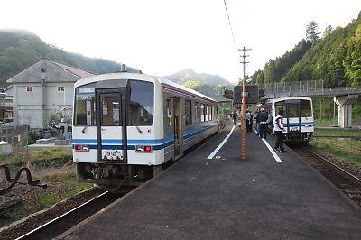 三江線421Dと422D(口羽駅)