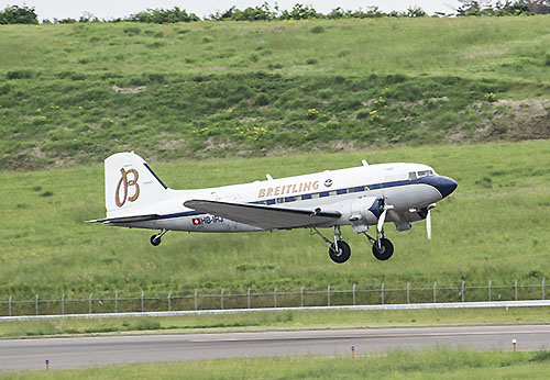 福島空港にやってきたDC-3旅客機