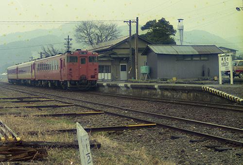 国鉄長井線・荒砥駅