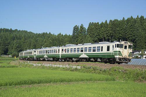 男鹿線キハ40系の4連