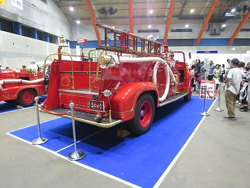 ボンネット型消防車