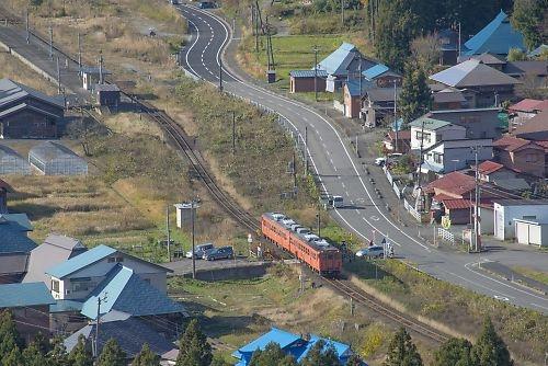 磐越西線・日出谷駅俯瞰(快速磐越西線国鉄色旅情号)