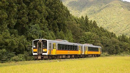 米坂線キハE120(越後金丸-小国)